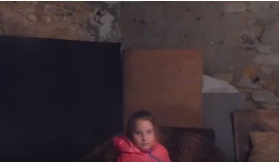 Школьница из Горловки рассказала, как обустроить бомбоубежище, чтобы в нем было комфортно