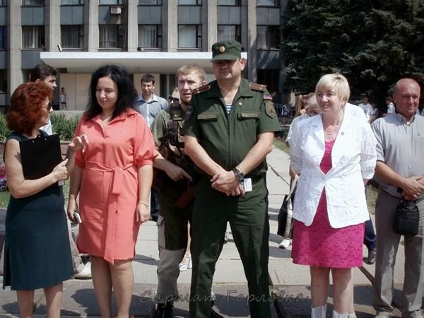 Новый мэр Горловки повсюду ходит с охранником-автоматчиком (ФОТОФАКТ)