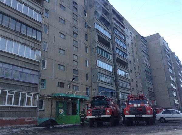 Задержание дня: в Горловке скупщик краденых вещей поджег собственную квартиру во время ее штурма сотрудниками спецподразделения «Беркут» (ФОТО)