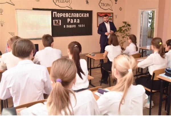 """Вчера в Горловке был лидер группировки """"ДНР"""" Денис Пушилин. Вот что он делал"""