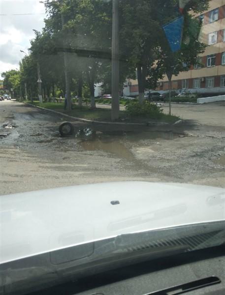 Как жители Горловки устраняют проблемы с бездорожьем. Дорог в городе не осталось (ФОТО)