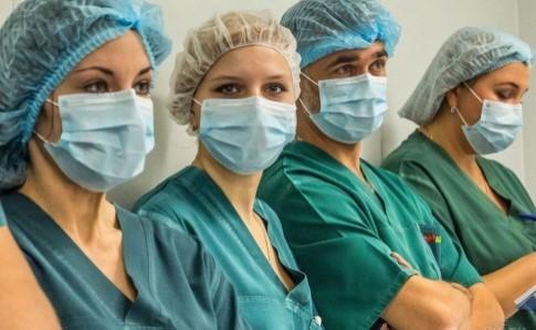 Президент Украины пообещал повысить зарплату медикам: минимальный уровень 13,5 тысяч
