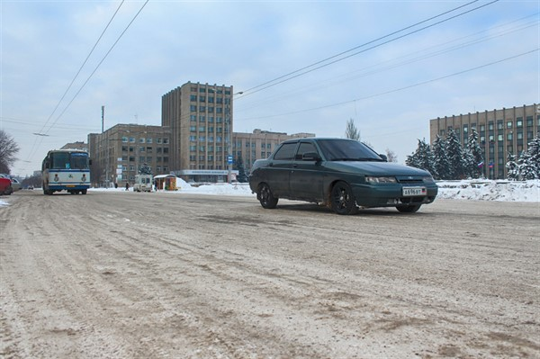 Дороги Горловки превратились в каток: фоторепортаж с центральных улиц