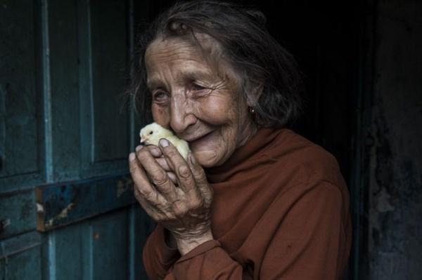 Дорогие мои старики: американская журналист показала, как живут пожилые люди в оккупации и на линии разграничения