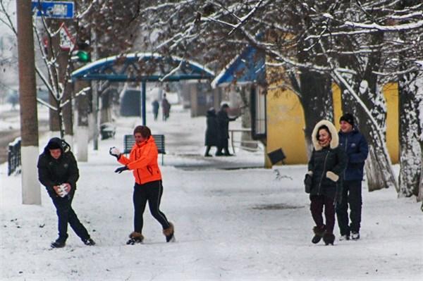 Рождество горловчане встретили со снегом. Вот как это было в городе. ФОТОРЕПОРТАЖ