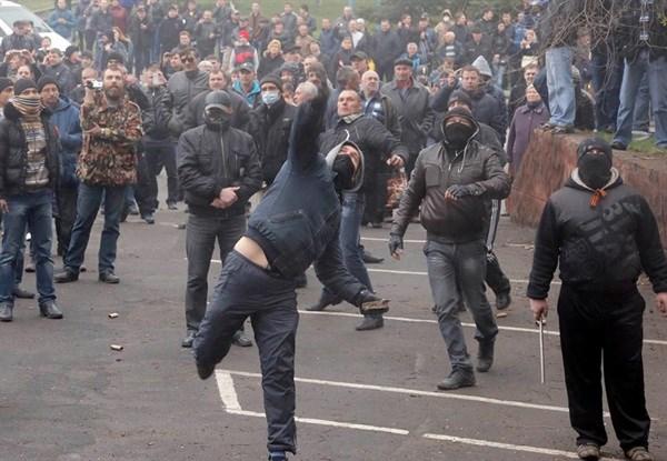 Штурм милиции Горловки, избиение начальника, первые выстрелы: что происходило 14 апреля 2014 года. Это не забывается