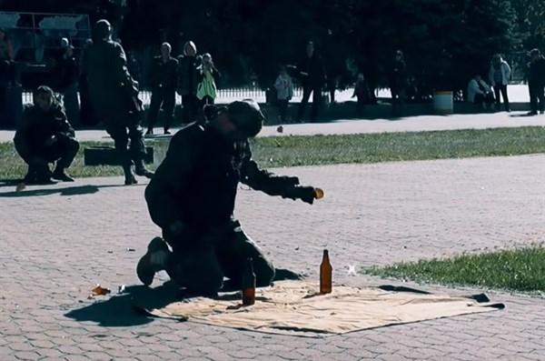 """Боевики группировки """"ДНР"""" в Горловке били бутылки об голову и ломали на себе плиты"""