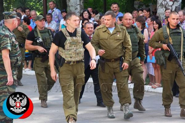 Как в Горловке бюджетники изображали патриотизм и счастье, встречая лидера боевиков Александра Захарченко