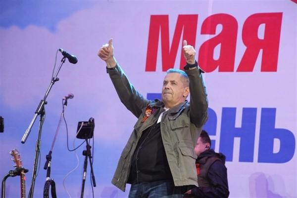 В Донецке пел российский исполнитель Николай Расторгуев. Здесь праздновали день республики