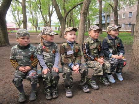 «Беркут» - наше все: горловских детишек ко Дню Победы поголовно одели в форму спецподразделения милиции (ФОТО)
