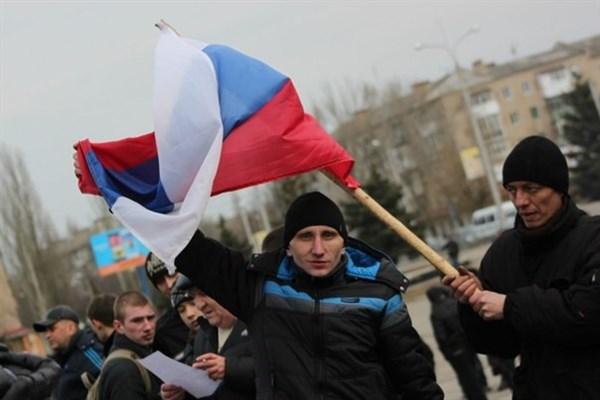Разделение Горловки: толпа за Россию, журналисты за Украину: вспоминаем 5 марта 2014 года