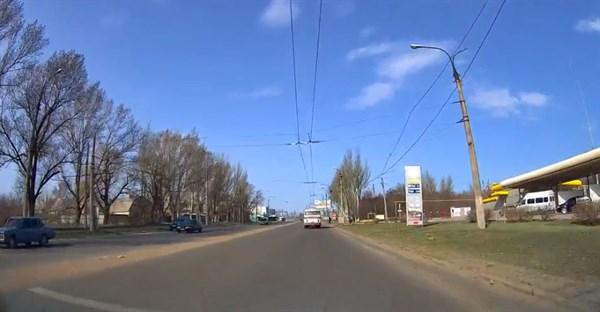 В Горловке автобус сбил подростка. Он хотел перебежать дорогу