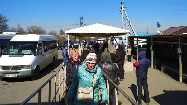 Открытие КПВВ: чиновники обещают возобновить пропуск после полного выхода из карантина