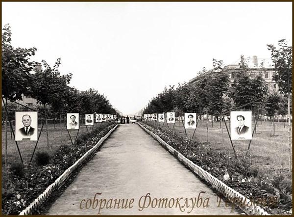 История в фотографиях: как в Горловке впервые чествовали Почетных граждан города и открывали Аллею героев труда (ФОТОРЕПОРТАЖ)