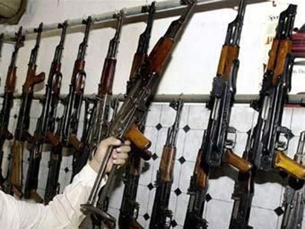 Вооружены до зубов: более 70 автоматов Калашникова вывезли ополченцы из Калининской исправительной колонии №27