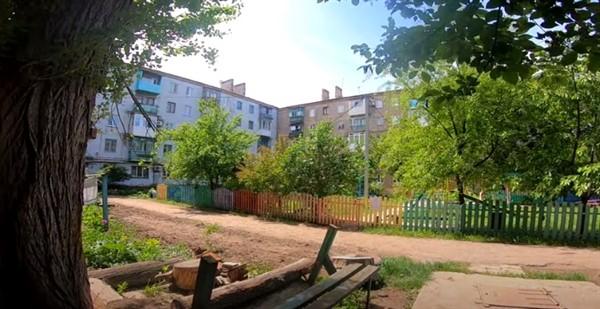 Пушкинская, 70: горловский блогер показал двор для жителя США. Он имигрировал из Горловки
