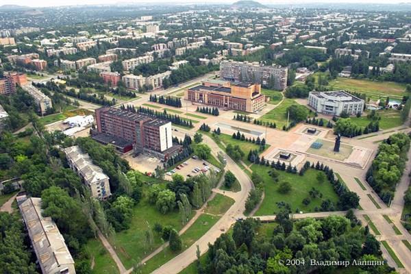 «Ты не строишь, много пьешь,  свои земли продаешь», - экс-прокурор Горловки исполнил хит о печальной судьбе родного города
