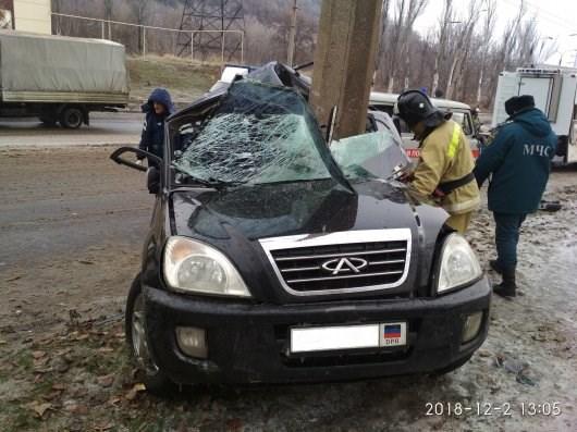 В Горловке водитель врезался в электроопору (ФОТОФАКТ)