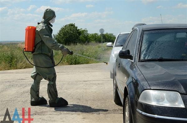 """Вчера """"ДНР"""" впустила на подконтрольную ей территорию только 20 автомобилей с людьми"""
