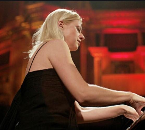 Американская пианистка родом из Киева выступит в Горловке. Ее исключили из оркестра Торонто за агрессию к Украине