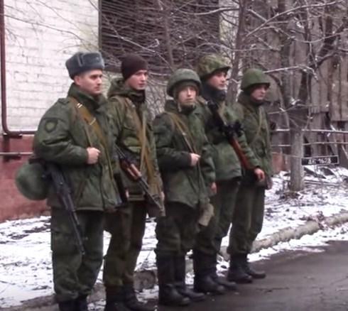 """В Горловке армия """"ДНР"""" готовится к обороне"""