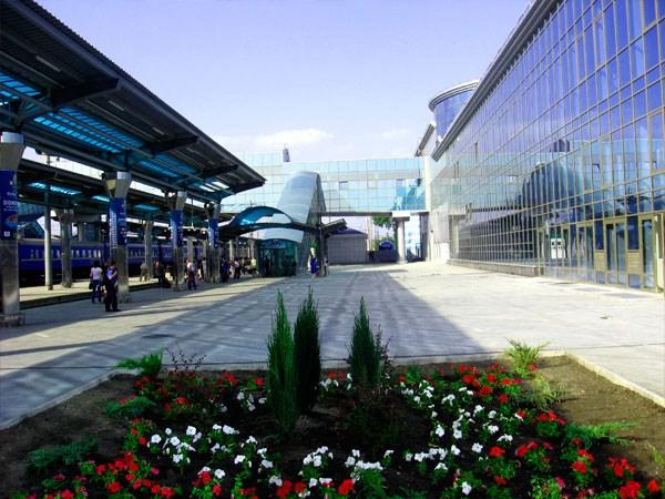 Железнодорожный вокзал Донецка возобновит работу. Тут будут только пригородные поезда