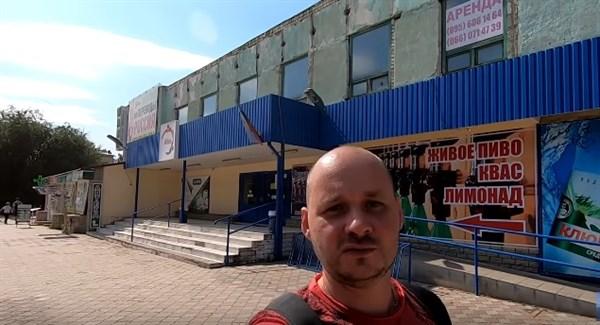 Блогер из России побывал в оккупированном Луганске. Алкоголь и жилье там дороже, чем в Донецке (ВИДЕО)