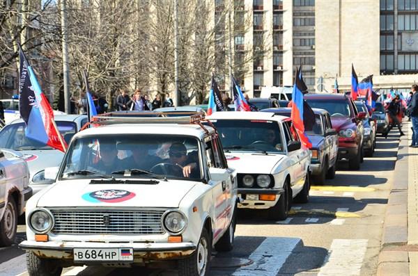 Жители Горловки приняли участие в автопробеге, который посвятили провозглашению «ДНР»