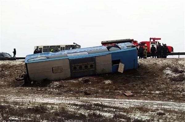 """В пассажирском автобусе """"Москва-Донецк"""" погибли два человека. Авария произошла на Ростовской трассе"""