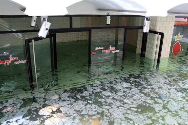 В Донецке начали откачивать грунтовые воды, которыми затопило самый большой бизнес-центре