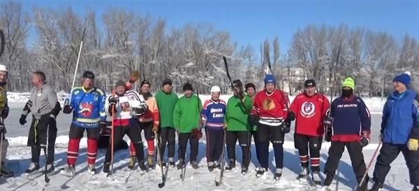 Зимний хоккей в городе: Горловка против Ждановки