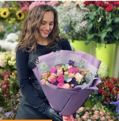 Какими цветами порадовать на 8 Марта маму, девушку, жену, сестру?