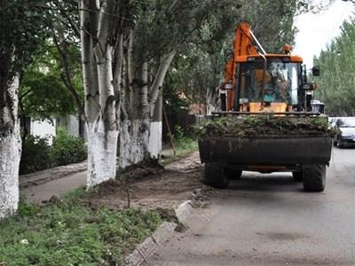 В КП «Простор» пришли вооруженные лица и требуют технику, плиты, бетонные блоки и спиленные стволы деревьев