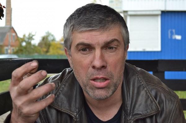 Горловчанин, у которого разграбили бизнес в родном городе, начал заново металлургическое производство в бывшем коровнике