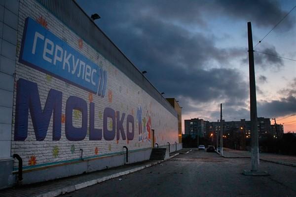 В помещении  бывшего Амстора завершаются работы над новым супермаркетом Moloko и здесь же будет ресторан Пельмания
