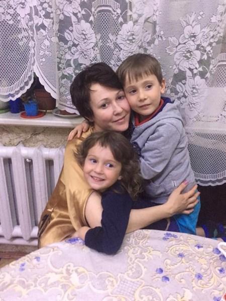 У Аны Тув в Горловке убило снарядом мужа и дочь. В России с нее сняли льготы. Как складывается ее жизнь