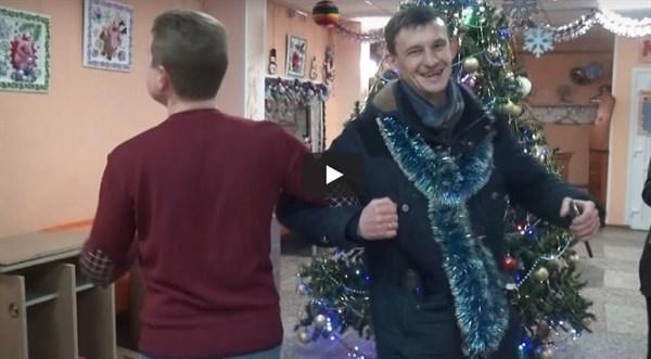 Журналист из Горловки показал, как поздравлял жителей со старым новым годом