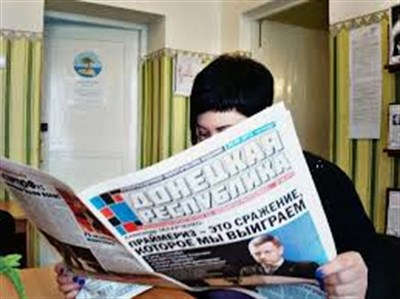 """В Горловке пропагандисты  раздают бесплатно газету о """"ДНР"""" и считают, что снимают социальную напряженность"""