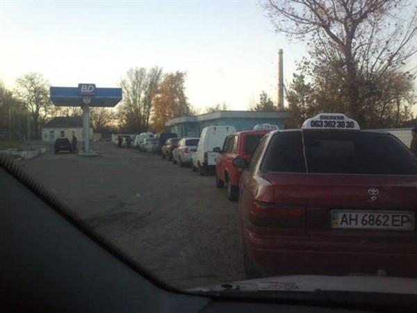На заправках Горловки газ либо отсутствует, либо за ним выстраиваются очереди
