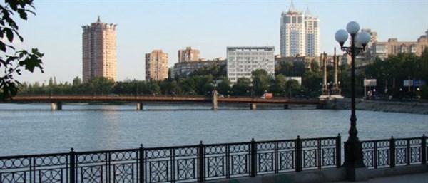 Июльский Донецк: пустой центр города, жизнь на бульваре Пушкина и малолюдная Донбасс Арена
