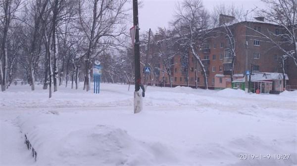 В Горловке из-за непогоды и нечищенных дорог затруднено движение  городского транспорта