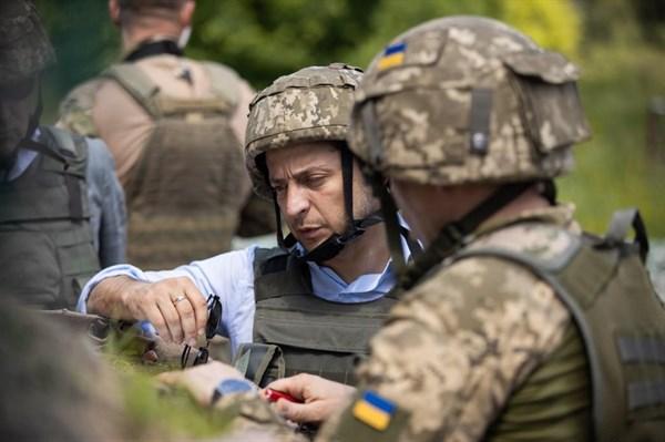 «На такие действия наша армия будет отвечать со всей мощью», - Владимир Зеленский об обострении ситуации на Донбассе