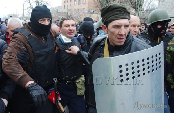 Падение Горловки: фоторепортер The Associated Press  опубликовал страницы из книги, над которой работает