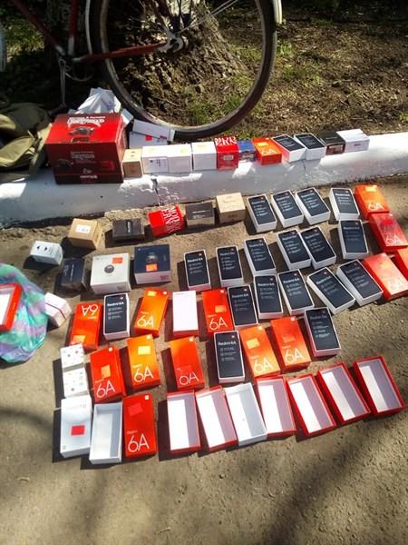 """В Горловку контрабандой пытались переправить мобильные телефоны. За схемой стоит экс-депутат """"ДНР"""""""""""
