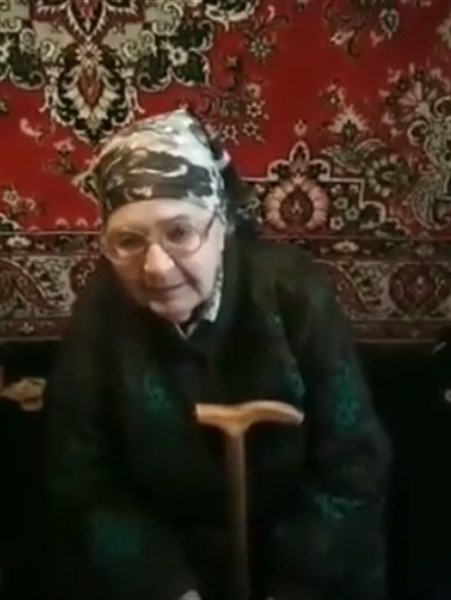 И чем мы виноваты, спалили наши хаты - жительница горловского поселка Зайцево читает свои стихи о войне
