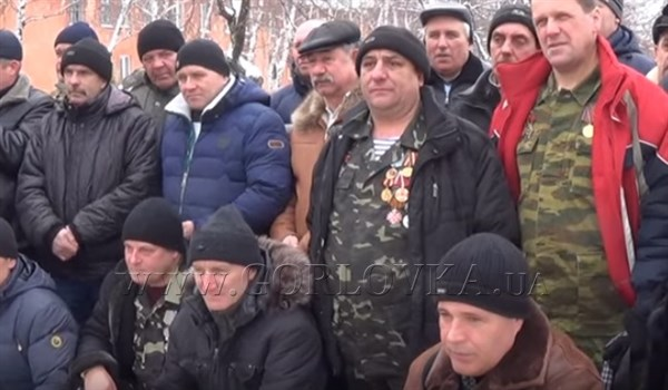 В Горловке на митинге в честь вывода войск из Афганистана благодарили боевиков, которые борются с киевской хунтой