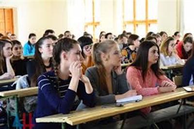 """Удаленку для студентов """"ДНР"""" планируют продлить до конца года: в академии строительства ректор заболел коронавирусом"""