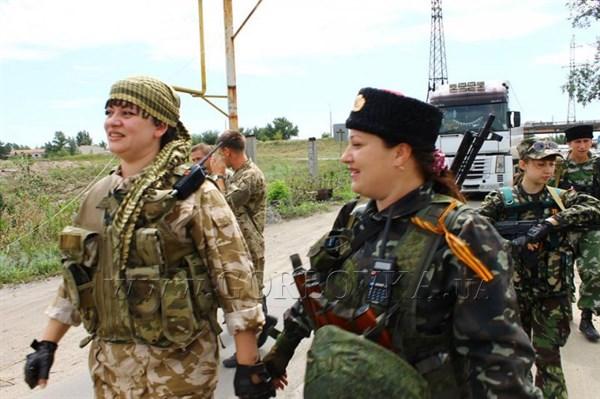 """Мать погибшей ополченки из Енакиево винит украинцев, которые """"на нас напали"""" (ВИДЕО)"""