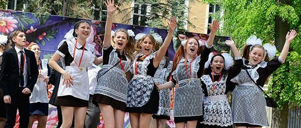 В Горловке рассказали, сколько учеников закончит школу в этом году и сколько поступят в Россию