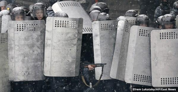 «Здравствуй, мальчик за серым щитом, выполняющий мерзкий приказ»: стихотворение горловчанки о «Беркуте» стало гимном Евромайдана